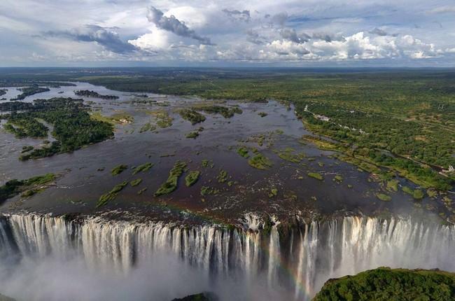 Victoria-Falls featured