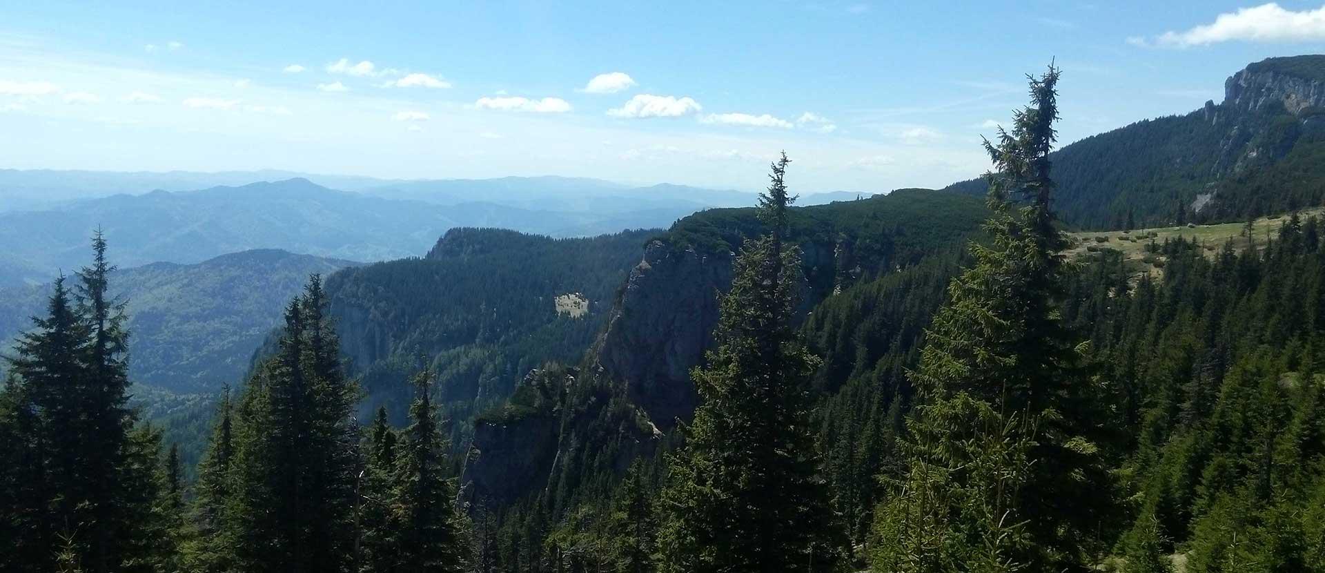 Las montañas Ceahlau y el pico de Suhardu Mic